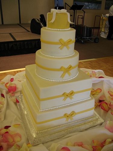 outrageous wedding cakes. and pearls wedding cake.